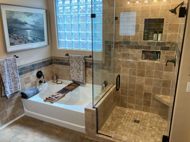 This bathroom remodel turned out amazing! Scroll to see the before! • • #tucson #arizona #remodel #bathroomremodel #contractor #homedesign #zuhausconstruction