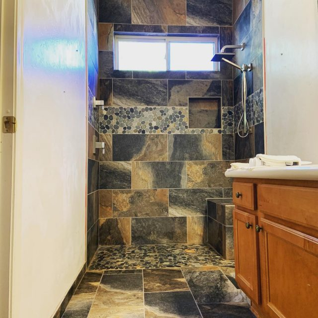 Bathroom is coming together!! The walls and the floor are completely tiled and grouted, hardware is in ✔️  • Contact us for FREE estimates! ☑️ • • #zuhausconstructionllc #zuhaus #construction #remodel #bathroom #shower #tucson #arizona #arizonaconstruction #homeimprovements  #contractor #smallbusiness #localbusiness #support #follow #like #familyowned #tile #home #work #constructionlife